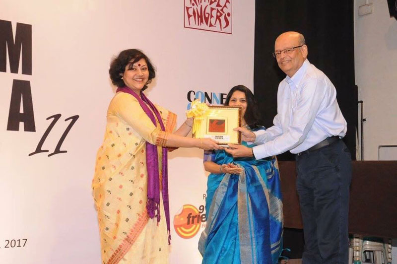 Dr. Indrila Guha, Principal, Basanti Devi College, receiving SWAYAM SIDDHA Award for vocational excellence.